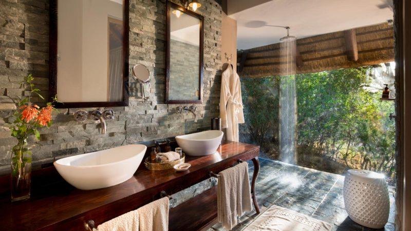 Ngala Safari Lodge Bathroom